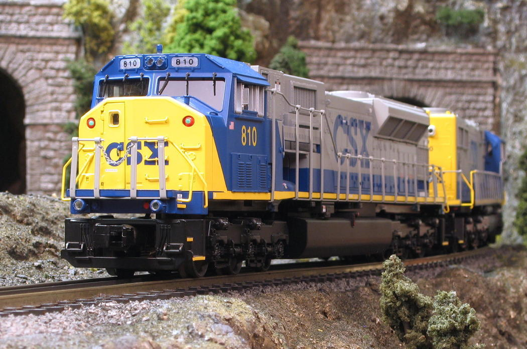 Modeltrainstuff complaints, ho christmas train engine, csx toy train
