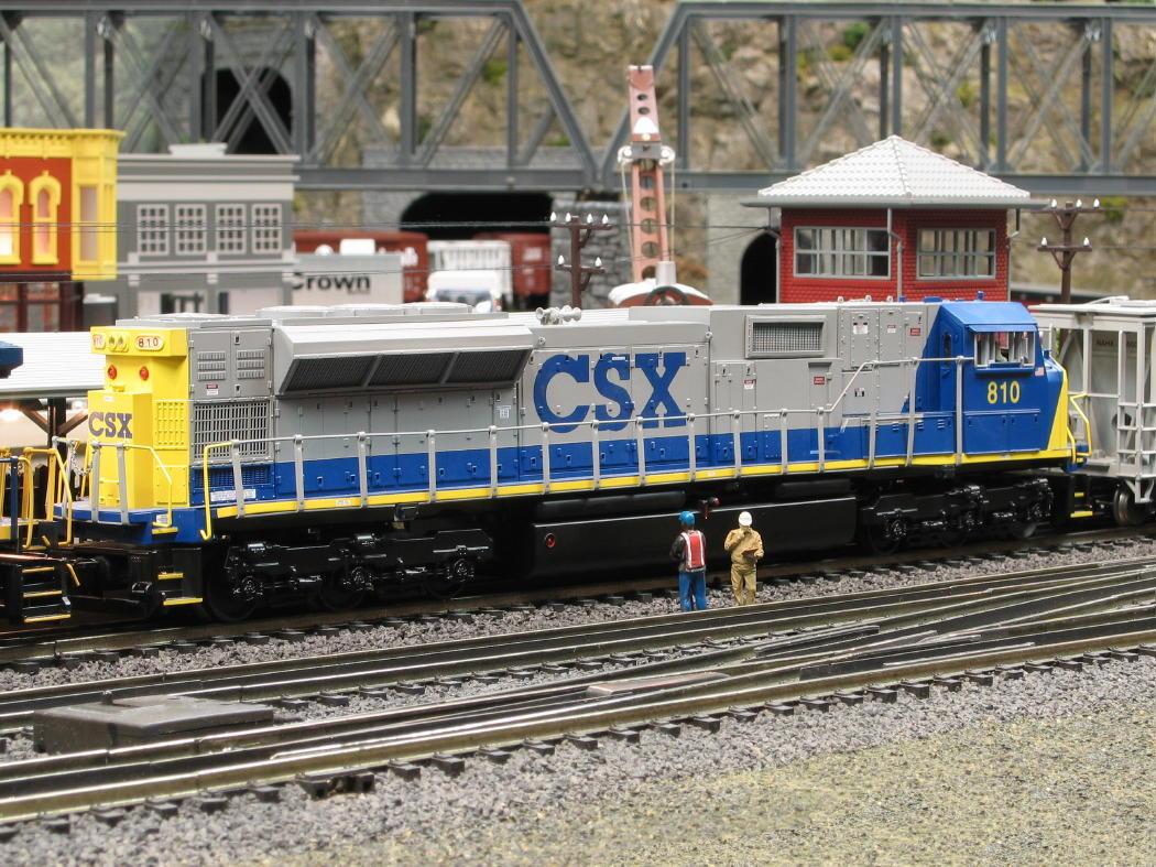 Modeltrainstuff complaints, ho christmas train engine, csx toy train